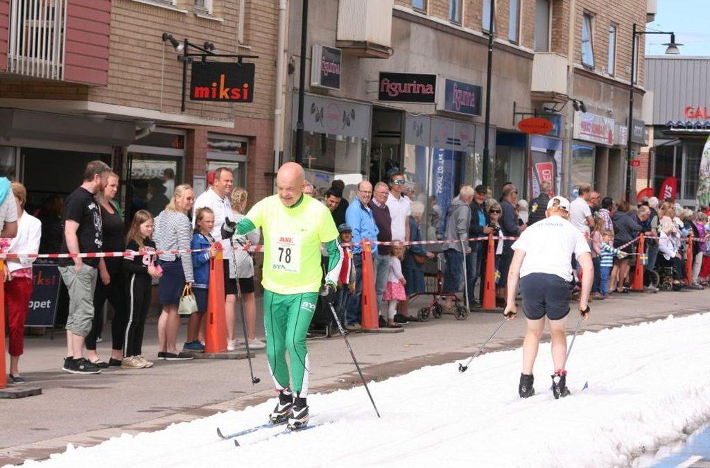 Nationaldag på skidor, cykel och med Tysklandsbesök.