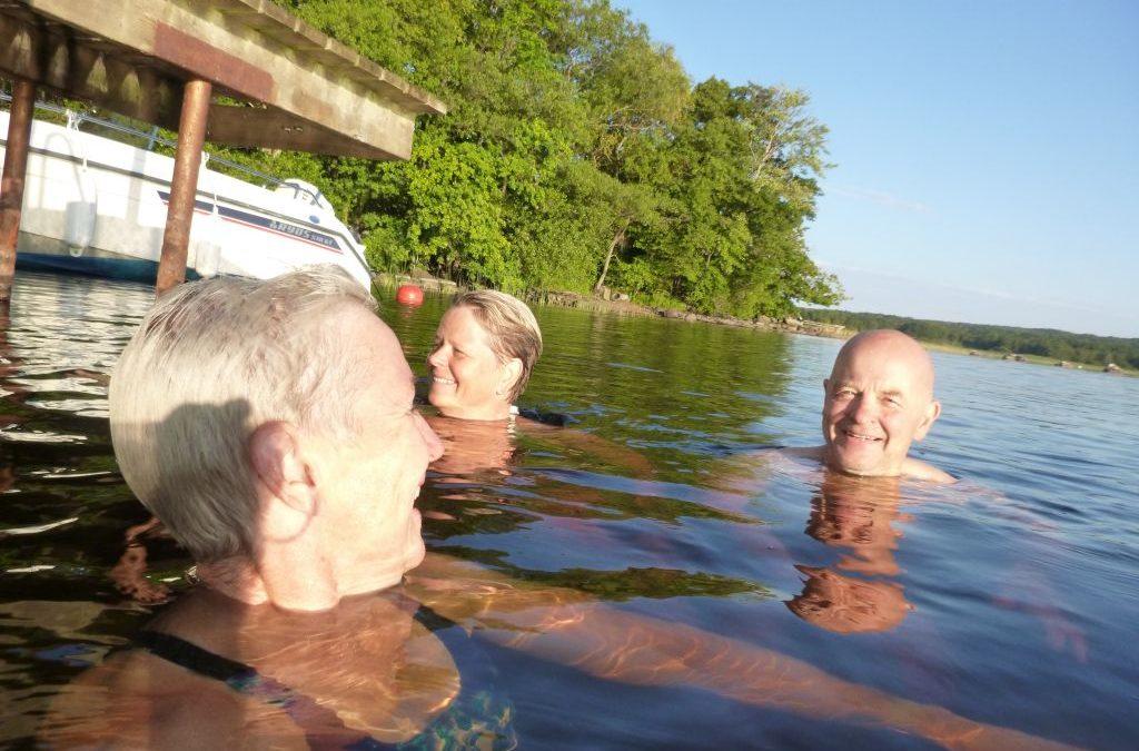 Tisdag Bad i sjön, Sjukhus och aktiviteter på stan