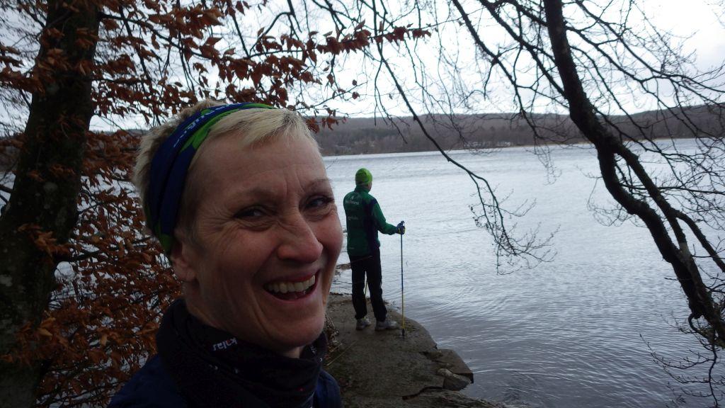 Lördag Ösregn, mycket vind, Yoga, Vasaloppet och stavträning. En bra lördag!