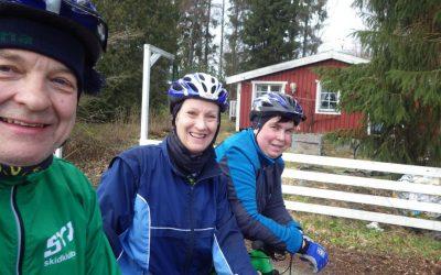 Söndag med variation – Yoga, trädgårdstunna, TV och cykelrunda