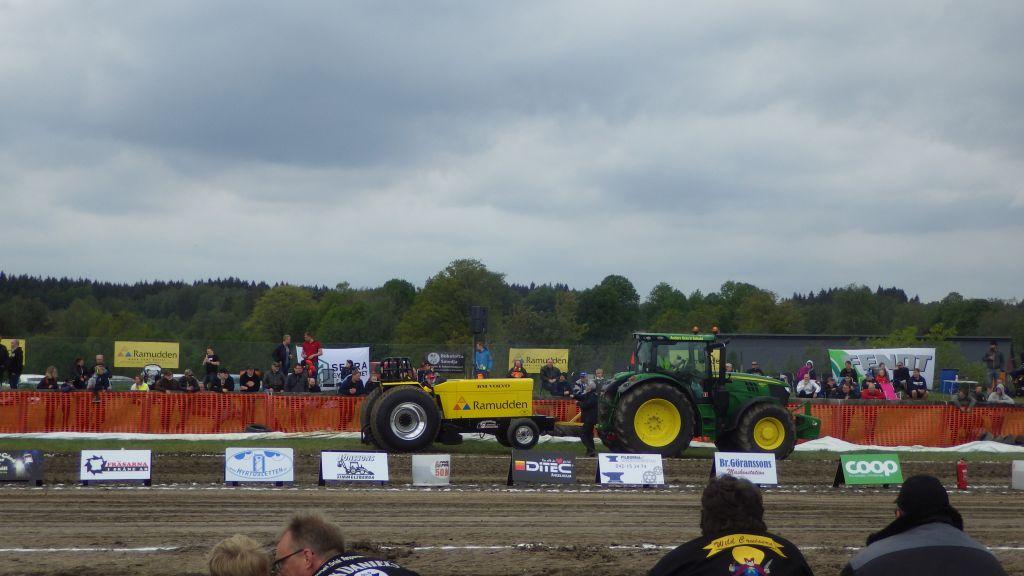 Lördag Traktorpulling och tomatplantering