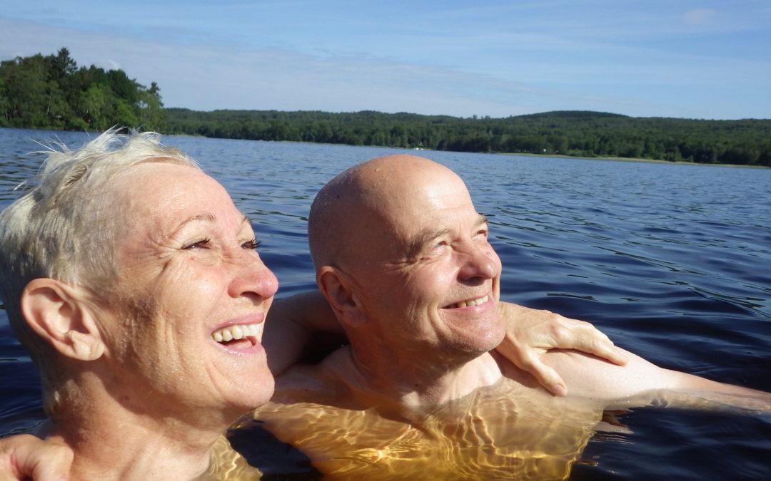 Torsdag Yoga och träning vid sjön, städning och pyssel. Avslutar med simning.